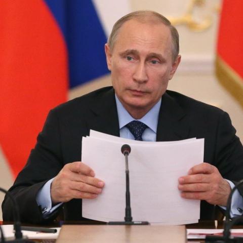 Путин поручил сократить срок владения жильем, по истечении которого продать недвижимость можно будет без уплаты НДФЛ.