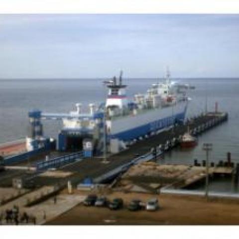Ещё один паром для перевозок через пролив строят в Керчи.