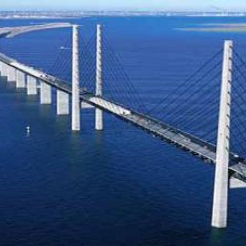 Строители Крымского моста работают не покладая рук.