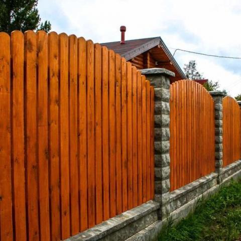 Новые правила установки забора: как теперь можно отгородиться от соседей по даче.