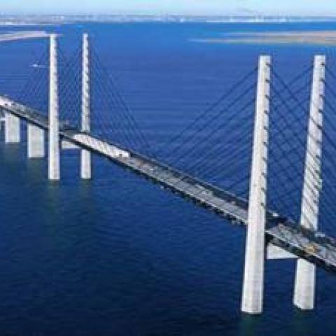 На строительстве моста всё идет по графику.