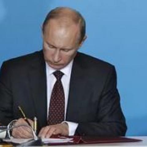 Путин подписал закон о продлении бесплатной приватизации жилья.
