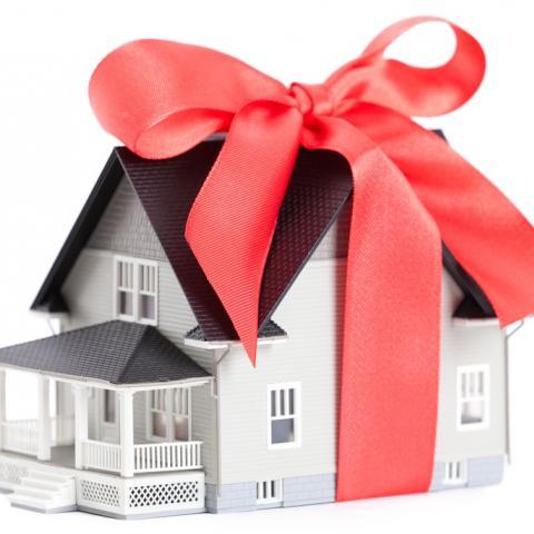 Почему дарение становится выгоднее завещания: три новых «за» в пользу дарственной.