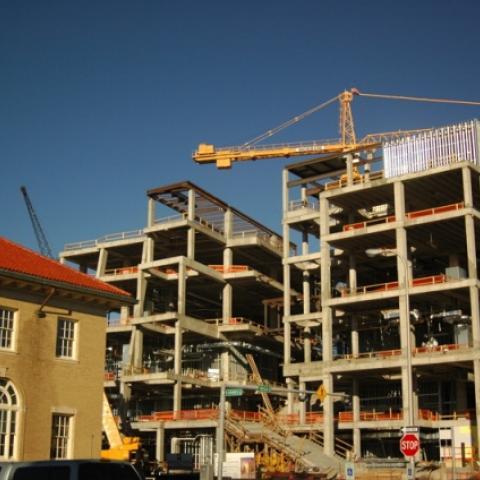 Константинов: строительная отрасль Крыма преодолела спад.