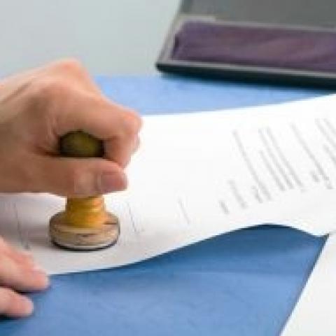 В интересах незащищенных: парламентарии вновь обратили внимание на нотариальную форму сделок с недвижимостью.