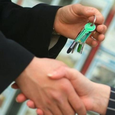 Как обезопасить жилье на время отъезда?