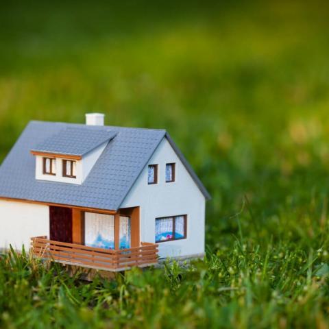 Налоги и лицензии для владельцев коттеджей и дач в 2020 году.