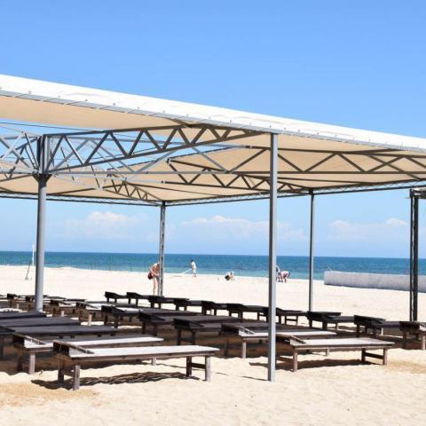 В Евпатории обещают открыть 96 пляжей.