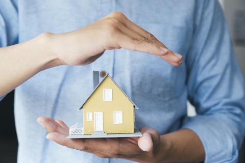 Росреестр назвал четыре способа защитить жилье от мошенников.