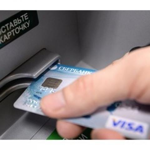 С 1 июля в Крыму пользователей будут обслуживать Сбербанк и ВТБ.