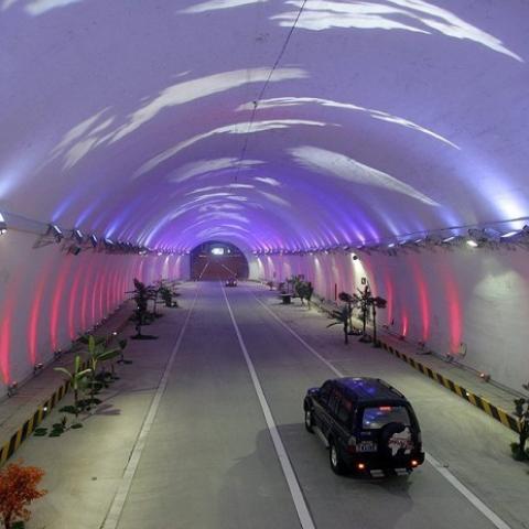 В Крыму объявили о строительстве тоннеля через Керченский пролив.